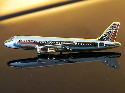 Pin Airbus A320 Sideview 45mm Pin Gold for Pilots Crew 320