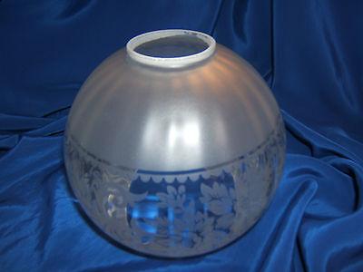 Globe De Lampe A Petrole, Huile, Lustre En Verre Cotele Decor Floral. Ref 4435