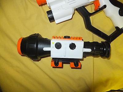 2007 Jakks Pacific Laser Challenge Pro WHITE Gun Tag Lazer with scope