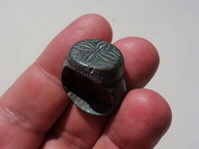ancient late Roman / Byzantine solid bronze beautiful carved ring,with cross 7