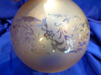 GLOBE DE LAMPE A PETROLE EN VERRE SATINE & DECOR . H 115 mm D 61 mm. REF 5044