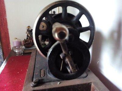 maquina de coser  marca ALFA con mesa manual 2