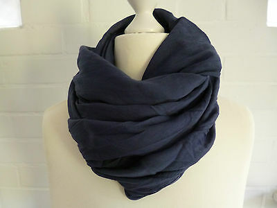e3f4ef3046f7e9 ... Schal Tuch Loop Made in Italy dunkelblau blau marine uni Seide  Baumwolle Blogger 2