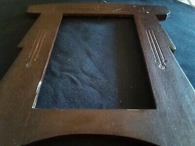Marco pequeño (27por 21) de madera antiguo al estilo modernista 2