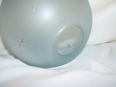 Globe De Lampe A Petrole Ou De Lampe A Huile En Cristal Bleute Satine. Ref 4267