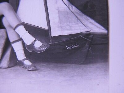 Rostock Segelschiff Einmaliges Glasdia  Mädchen  mit Segelboot 3