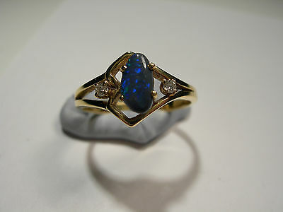 18ct Gold Ring with Lightening Ridge Opal and 2 Diamonds (Lot 2243)