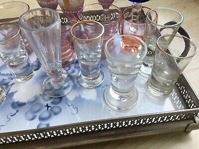 Altes Tablet mit 18 Gläsern (davon Ist 1 Glas Eigentlich Eine Vase) Ohne Tablett 9
