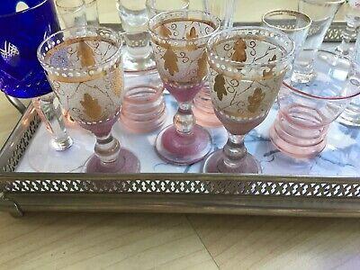 Altes Tablet mit 18 Gläsern (davon Ist 1 Glas Eigentlich Eine Vase) Ohne Tablett 10