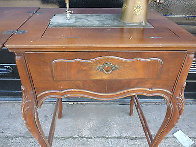 Antique 'Free Westinghouse' Sewing Machine Type E in Ornate Cabinet 4