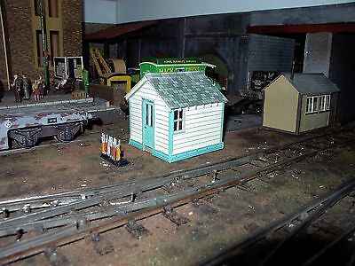 0 GAUGE RAILWAY building kits in pre-printed coloured card for O scale  layouts