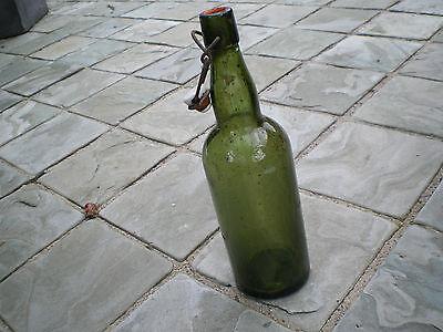 Alte grüne Glasflasche mit Bügelverschluss M 4