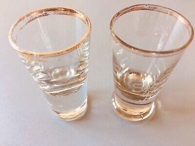 Altes Tablet mit 18 Gläsern (davon Ist 1 Glas Eigentlich Eine Vase) Ohne Tablett 2