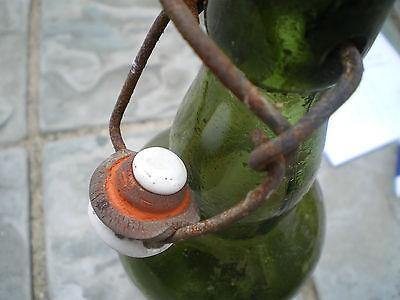 Alte grüne Glasflasche mit Bügelverschluss M 5