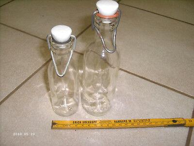 2 alte Apothekenflaschen  mit abnehmbaren Bügelverschluß weiß