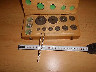 Präzisionsgewichtssatz mit 10 Messinggewichten 1-200g und AL Gewichte mg, gebr.