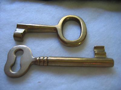Large Brass Decorative Skeleton Keys - Two Keys to the City 3