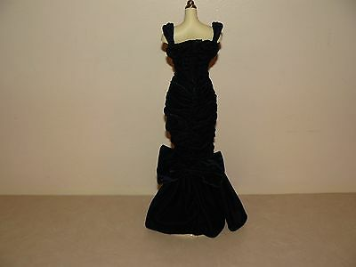 Franklin Mint Princess Diana Vinyl Doll Midnight Blue Velvet Gown 2