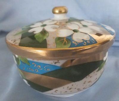 Japanese Arita Gold Gilt & White Flower Lidded Bowl 2