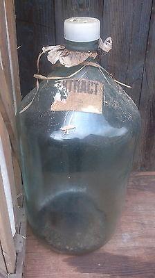 große Glasflaschen ca. 55 cm hoch mit Glasverschluss im Holzgestell 2