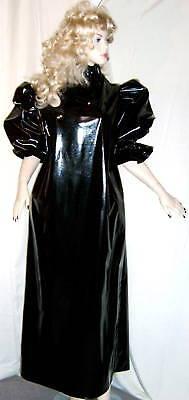 Lackkleid lang enger Kragen Zofe Rüschenärmel Vinyldress Narrow high Collar Maid 2