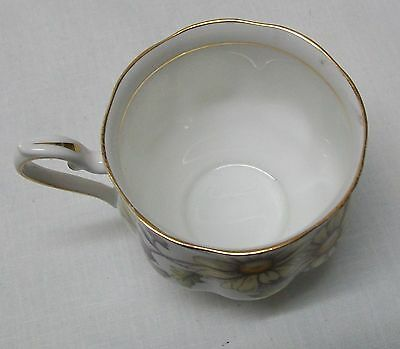 Daisy Teacup and Saucer Royal Albert Bone China Set Flower of the Month Vintage 8