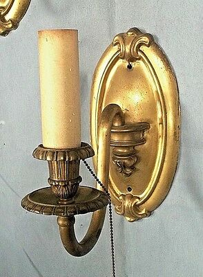 AN ELEGANT PAIR OF EARLY 20th CENTURY ART NOUVEAU BRASS OVAL BACK SCONCES 3