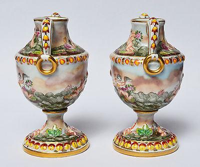 Paar Porzellan Vasen Ziervasen Capodimonte Relief Engel um 1890 handbemalt 19 cm