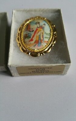 RARE HANDCRAFTED EGGSHELL GEISHA SCENE BROOCH  ( check pictures please ) 4