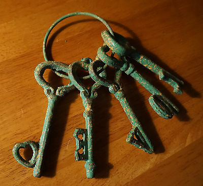 5 Rustic Green Patina Cast Iron Heart Skeleton Keys Primitive Style Home Decor 2