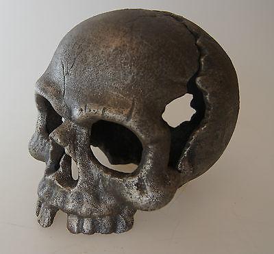 Totenkopf aus Gußeisen 2