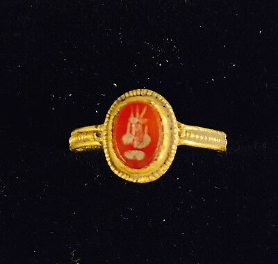 Roman Gold Ring With Carnelian Intaglio Of An Aquarius C.2/3rd Century A.D. K1/2 4