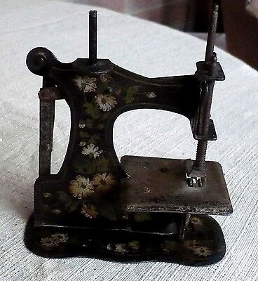 "ANTIQUE MULLER RARE TOY SEWING MACHINE  NO BASE,No.6?8929 ""5 x5"" 11"