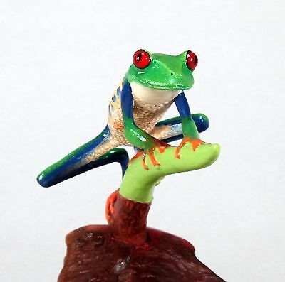 RED-EYED TREE-FROG Sculpture New Direct from JOHN PERRY 5in on Wood Figurine