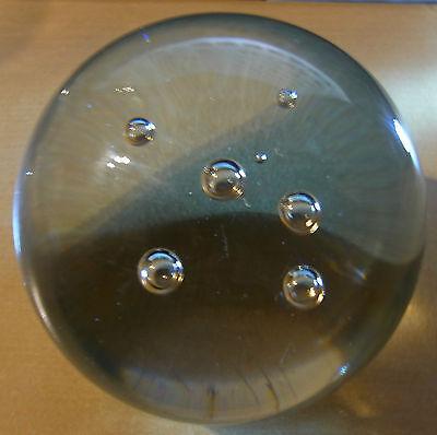 runder klarer Briefbeschwerer, Luftblasen, unsigniert, ca:H 8 cm, Dm 8 cm, 1,0kg