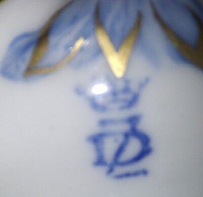 Ancienne lampe chevet décorée de fleurs en porcelaines CAPODIMONTE, base laiton 3