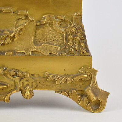 Pendule en bronze doré présentant garçon dormant au chien 19ème kaminuhr