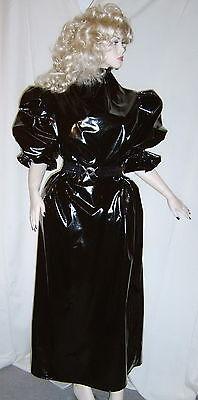 Lackkleid lang enger Kragen Zofe Rüschenärmel Vinyldress Narrow high Collar Maid 3