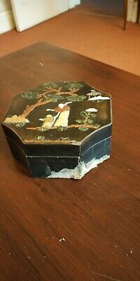 19/20th centry Chinese lacquered box with stone and shell decoration 5