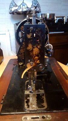 Antike Kurbel Nähmaschine 4