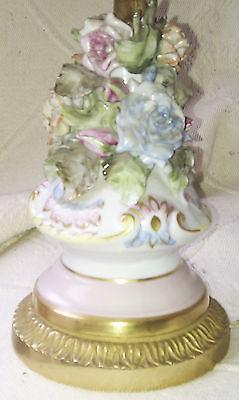 Ancienne lampe chevet décorée de fleurs en porcelaines CAPODIMONTE, base laiton 2