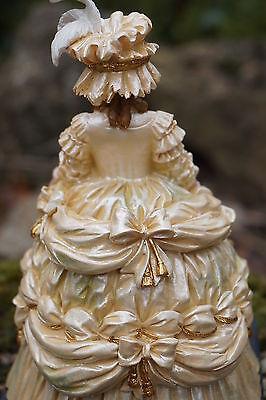 RE0182   FIGURINE STATUETTE REINE   MARIE ANTOINETTE EN  MARIEE  HISTOIRE