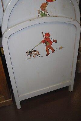Lit bébé vintage années 50. ( Peinture d'enfants et animaux burlesques ) 2