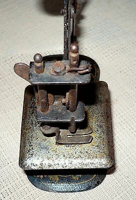 "ANTIQUE MULLER RARE TOY SEWING MACHINE  NO BASE,No.6?8929 ""5 x5"" 7"