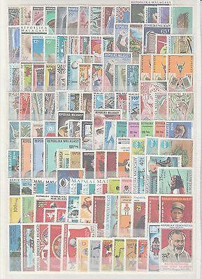 Madagascar rare lot de  timbres neufs  poste et  PA et taxes **   TTB 3