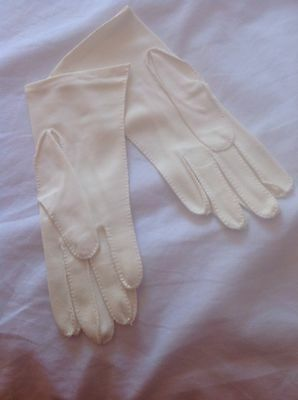 vintage gloves...cream Fabric...approx Size 7 9