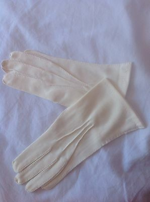 vintage gloves...cream Fabric...approx Size 7 10