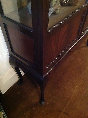 Flamed Mahogany Victorian Display Cabinet Queen Ann Legs 9