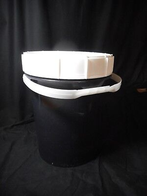 Laboratory Plastic HDPE Air and Water Tight 5 Gallon Ratchet Lid Waste Bucket 2
