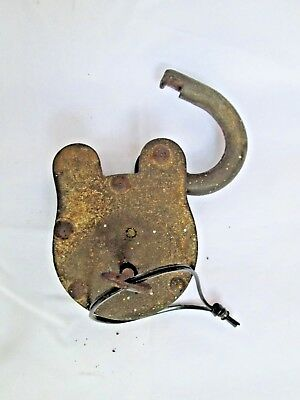 antique vintage old decorative Collectable wrought cast iron lock key working. 5